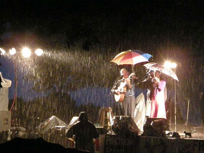 Photo of Larry Murante and Robyn Landis performing in the rain